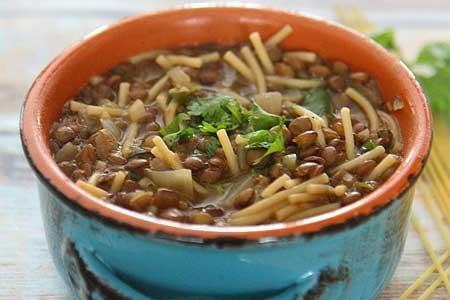 Ливанский чечевичный суп с лапшой