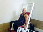Выпрямление ног в тренажере сидя