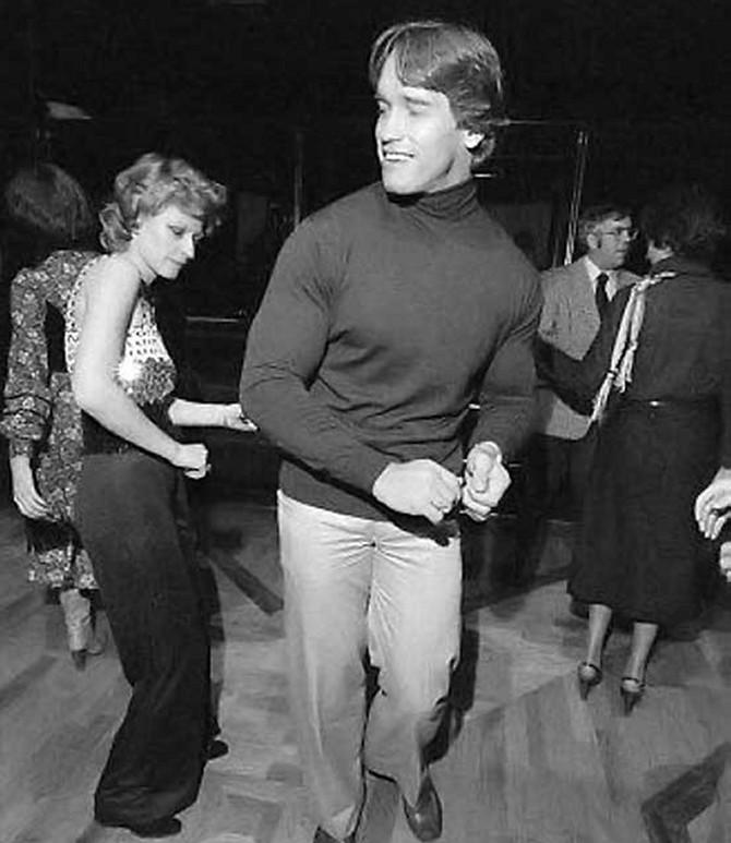 Арнольд Шварценеггер танцует