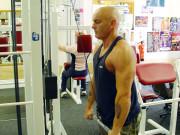 Упражнение: Разгибание рук с верхнего блока
