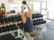 Упражнение: Разгибание рук из-за головы с гантелей на трицепс сидя