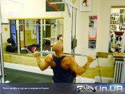 Упражнение: Тяга грифа к груди в верхнем блоке