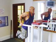 Упражнение: Отжимания на брусьях на трицепс