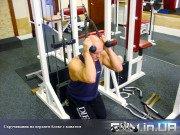 Упражнение: Скручивания на верхнем блоке с канатом