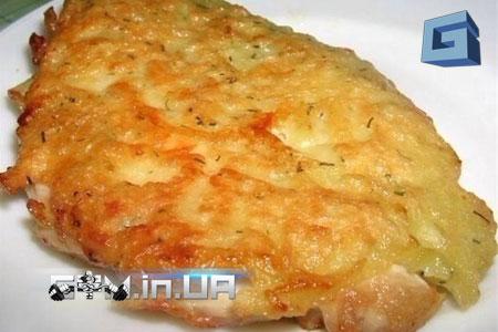 Рецепт: куриные отбивные с сыром и яичным соусом