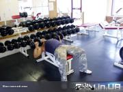 Упражнение: Жим гантелей лежа