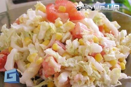 Рецепт: Легкий салат из пекинской капусты и куриного филе