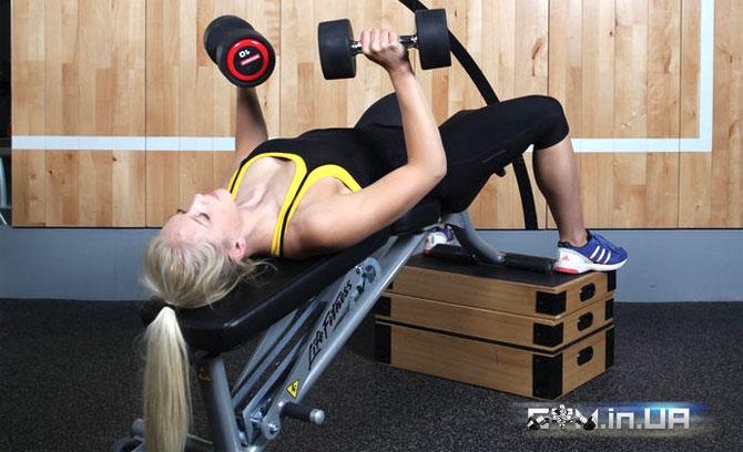 Германский объемный тренинг, Жим гантелей на скамье с отрицательным наклоном