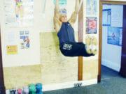 Упражнение: Подъёмы ног в висе