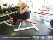 Упражнение: Скручивания на скамье с отрицательным наклоном