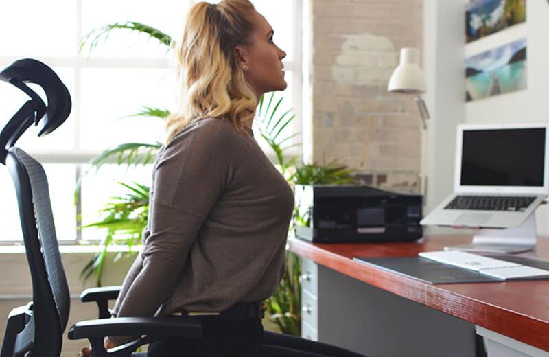 Упражнение для офиса: Растяжка грудных мышц