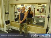 Упражнение для дельт: Махи двумя руками стоя с нижнего блока